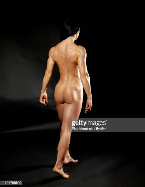 Nude girl muscles back
